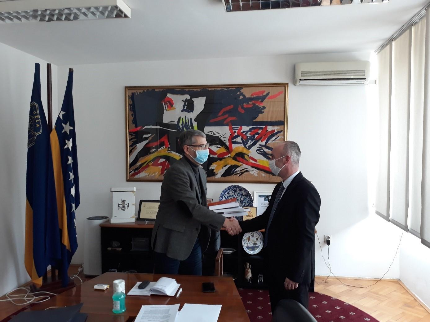 Sa gradonačelnikom Tuzle o obnovi Barutane